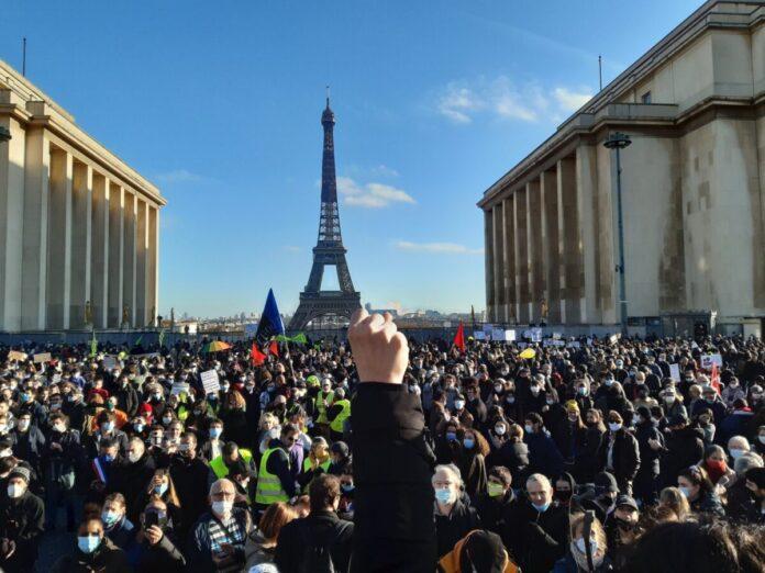 διαδηλώνουν στην Γαλλία 1
